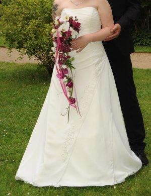 Brautkleid Größe 42 Ivory Sehr guter Zustand für kleine Bräute geeignet