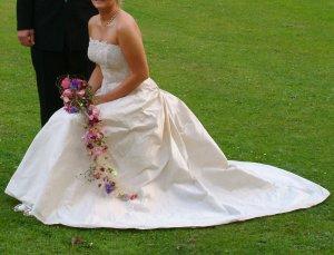 Brautkleid / Hochzeitskleid aus Seide Farbe: Champagne/Creme