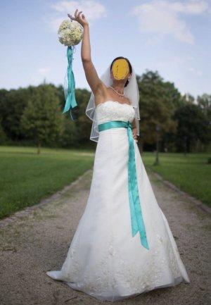 Brautkleid Hochzeitskleid mit Unterrock/ Schleier und Diadem, exklusiv , S