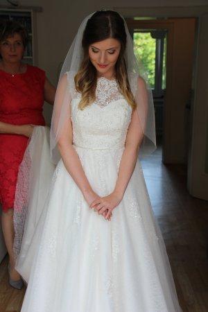 Brautkleid Hochzeitskleid Weise 38 ivory Rückenausschnitt Perlen