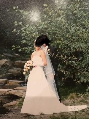 Brautkleid in Cremeweiß (Elfenbein) mit Schleier, Schleppe und Handschuhe Gr. 38
