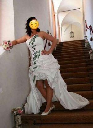 Brautkleid mit edler Stickerei/Vokuhila/ extravagantes Hochzeitskleid