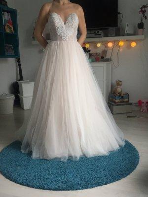 Brautkleid mit leichtem Rose und Steinbesetz