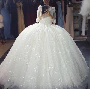 Brautkleid mit Pailletten