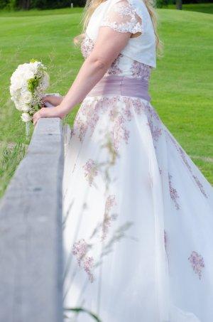 Brautkleid mit passendem Jäckchen