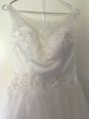 Brautkleid mit Schleppe von Lilly