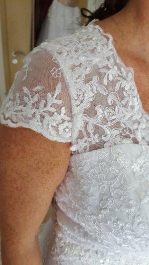 Brautkleid mit schöner Schleppe