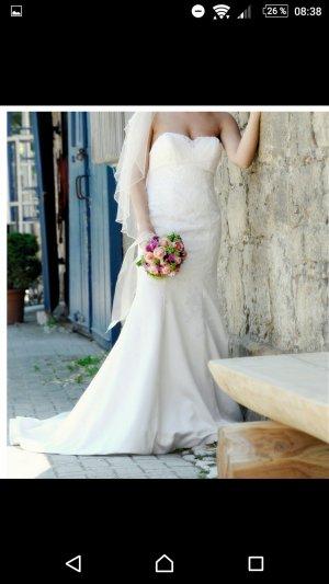 Brautkleid mit spitze farbe ivory /schleier/ reifrock