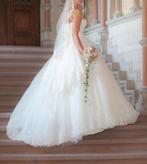 Brautkleid mit Spitze Prinzessinnenkleid - Ein Traum in Weiß