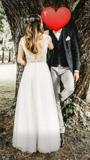 Brautkleid mit tiefen Spitzenrückenausschnitt