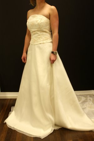 Brautkleid mit vielen aufwendigen Verzierungen Zweiteiler Gr 16 / 44 tres chic!