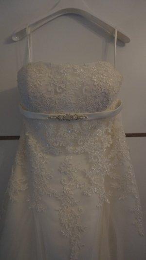 Brautkleid mit wunderschöner Spitze