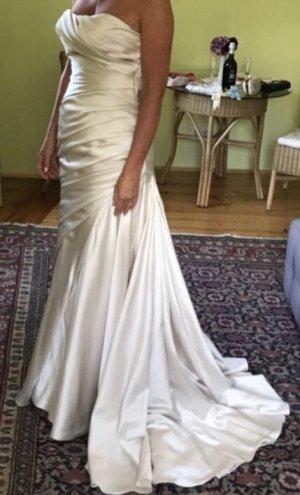 Brautkleid Satin mit Schleppe und Schleier