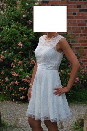 Brautkleid weiss mit Spitze