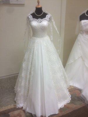 Brautkleid White Pearl mit Schleppe