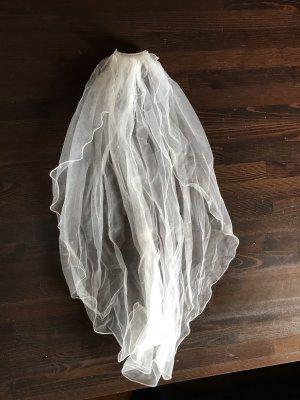 Brautschleier mit Steinchen