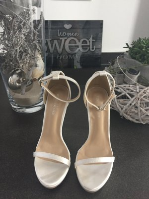 Sandales à talons hauts et lanière blanc