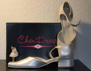 Brautschuhe ivory mit Riemchen von Chen Dress