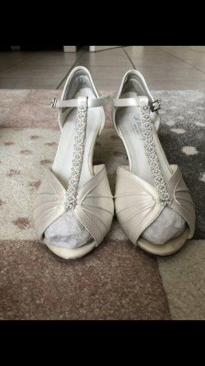 T-Strap Sandals cream