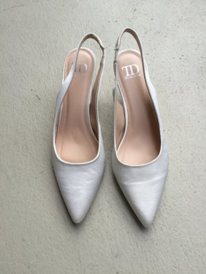 True Decadence Strapped pumps white