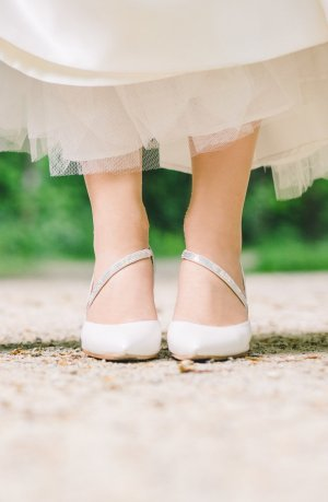 Unisa Pointed Toe Pumps natural white leather