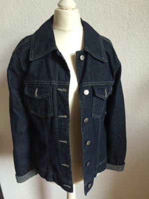Breit geschnittene Jeansjacke - perfekt für den Oversizelook