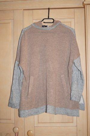 breiter Pullover mit Kaputze