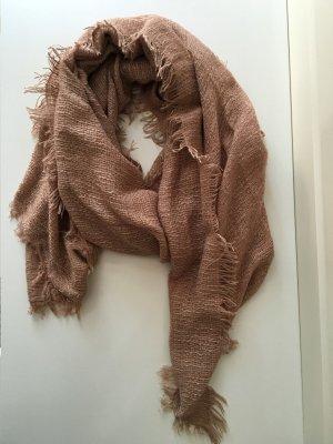 Breiter schöner Schal in dezenter Pastellfarbe