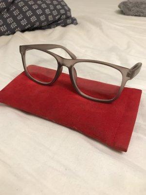 Brille mit hellbraunem Gestell