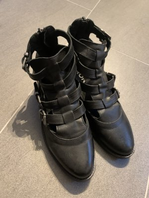 Bronx Cut Out Booties black