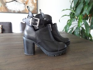 Bronx Cut Out Booties black leather