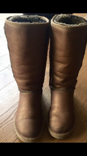 Bronzefarbene UGG Boots