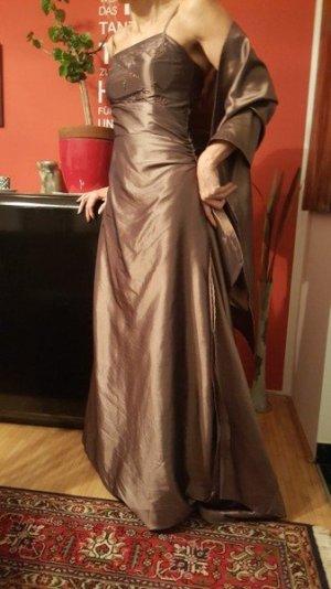 bronzefarbenes Ballkleid mit Stola