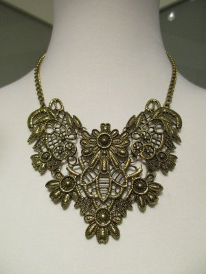 Collar color oro-color bronce