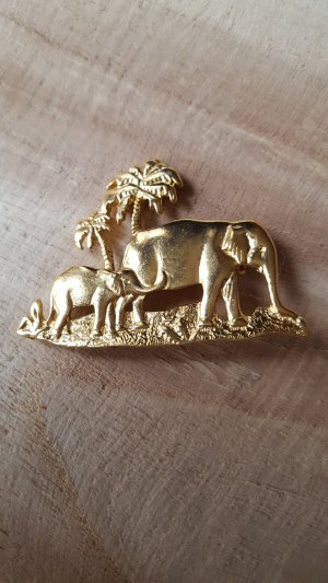 Avon Brooch gold-colored