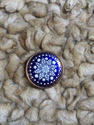 Brooch white-blue