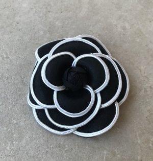 Broche negro-blanco