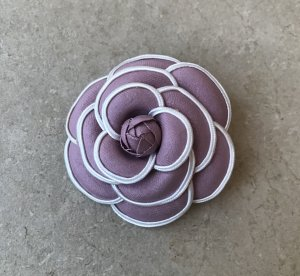 Broche blanc-or rose