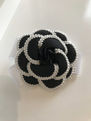 Brooch white-black