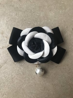 Brooch black-white