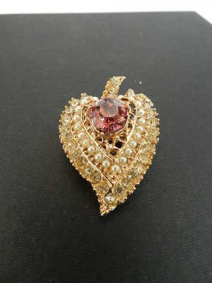 Broche color oro-violeta