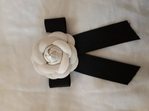 Brooch black-natural white