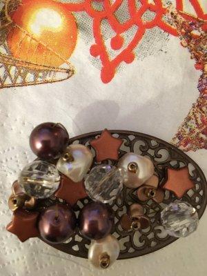 Brosche mit Perlen und Steine
