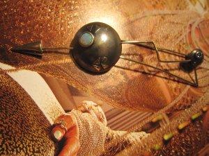 brosche -PFEIL- 925 silber/14kt gold/opal/safir