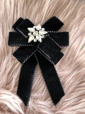Broche negro-color plata
