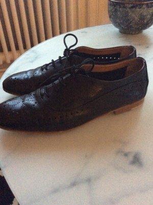 Zapatos Budapest negro Cuero
