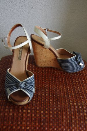 Buffalo Blue Sea Wedges