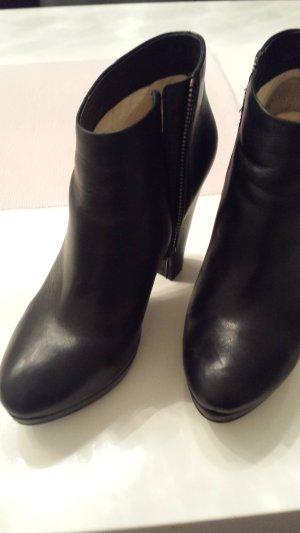 Buffalo High Heel ankle Boots