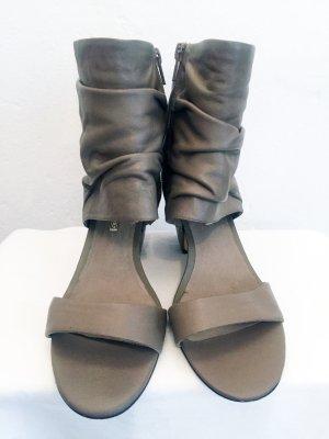 BUFFALO London Stiefeletten / Sandalen aus echtem Leder. Absatz ca. 8 cm.
