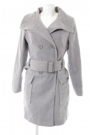 Buffalo London Trenchcoat hellgrau Street-Fashion-Look